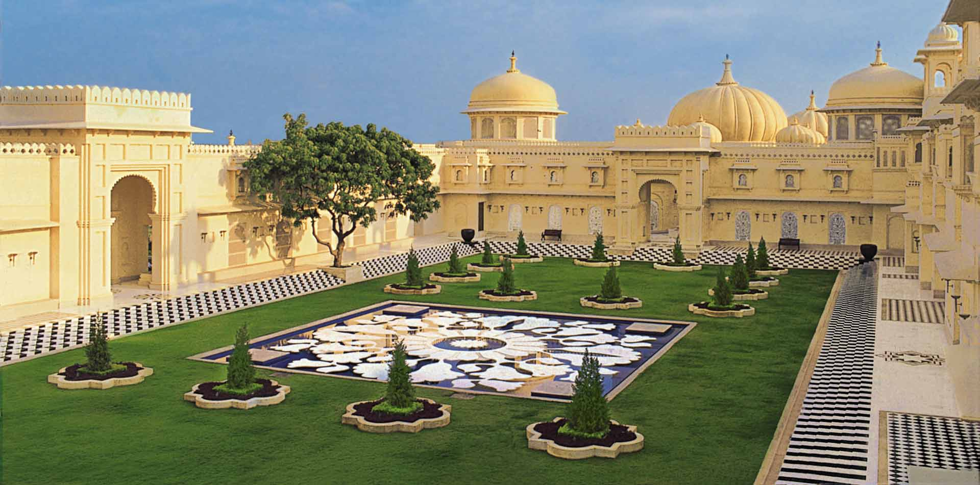 Asia India The Oberoi Udaivilas Udaipur outdoor courtyard garden - luxury vacation destinations